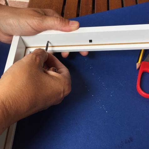 marcamos los puntos donde colocar las hembrillas con el berbiquí