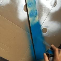 pintamos la madera con pintura en spray