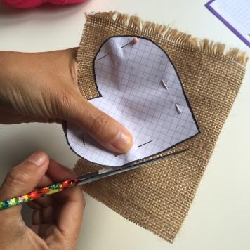 replicamos el patrón en la tela de saco
