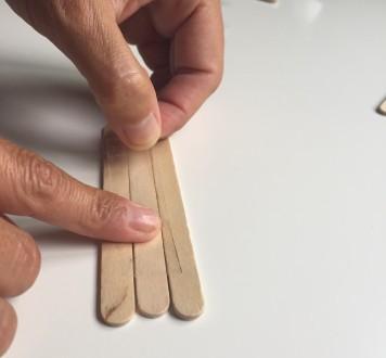 unimos tres palos con celo