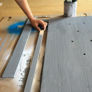 pintamos las tablas y los colgadores