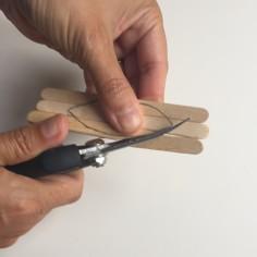 cortamos la silueta con unas tijeras de poda curvas