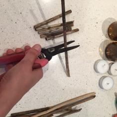 22-portavelas-con-botellas-cortadas-cortamos-los-palos-a-la-medida