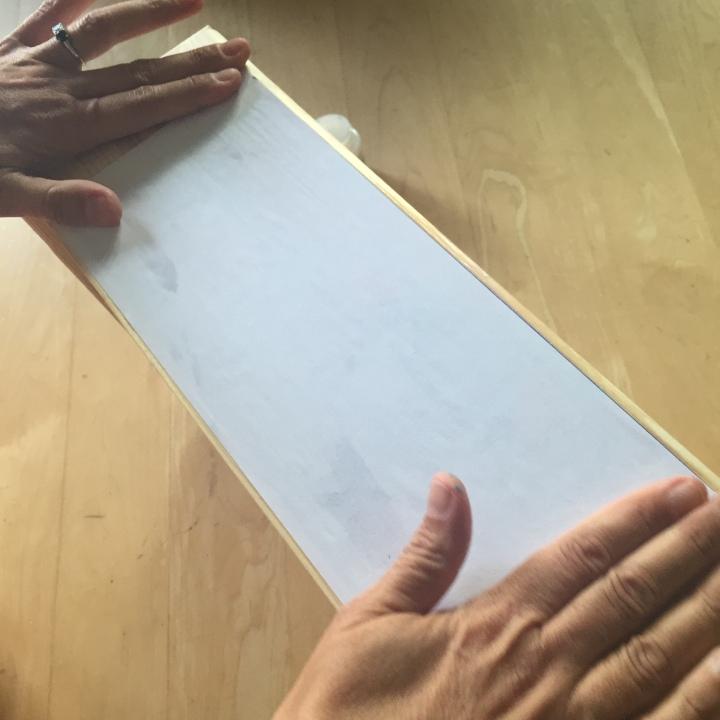 04-decoramos-una-caja-de-madera-con-foto-transfer-pegamos-la-imagen-a-la-caja