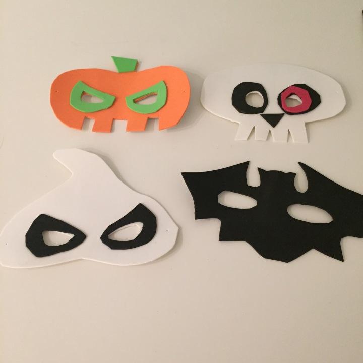 07-antifaces-de-halloween-con-goma-eva-recortamos-y-planteamos-los-detalles