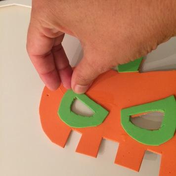 09-antifaces-de-halloween-con-goma-eva-presionamos-para-que-esten-bien-pegdos