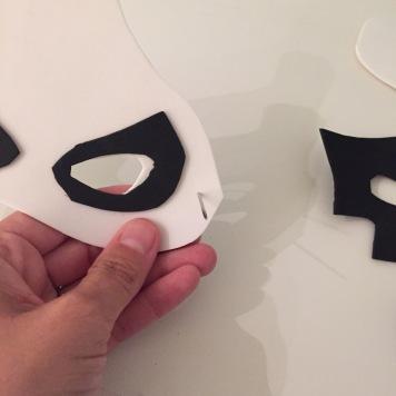10-antifaces-de-halloween-con-goma-eva-con-una-aguja-pasamos-la-goma-por-los-laterales