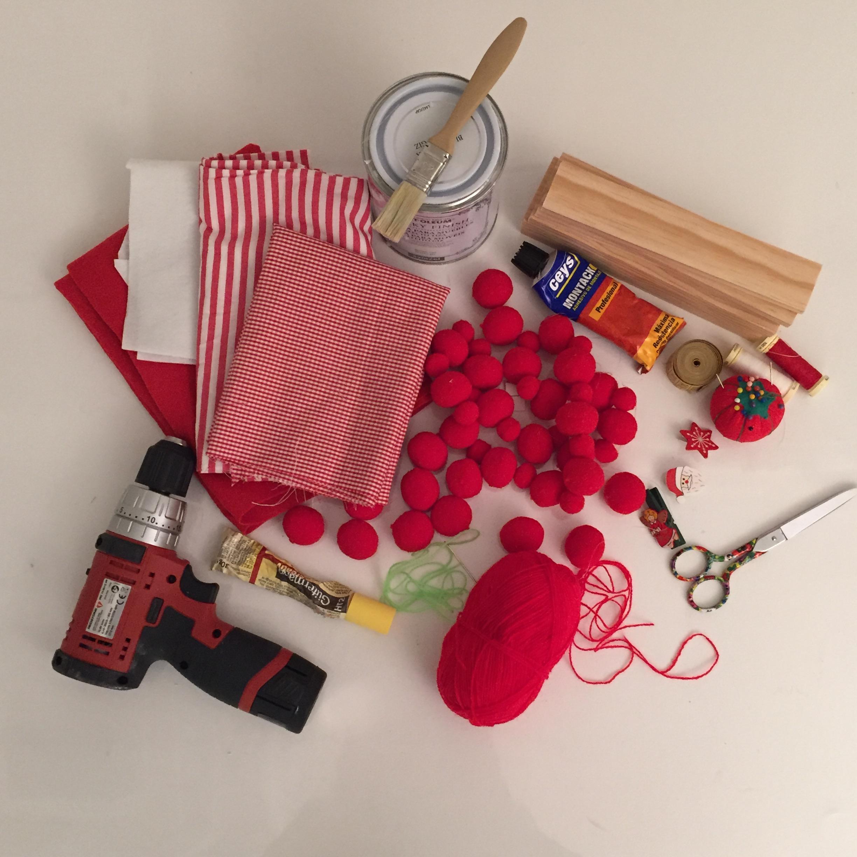 01-arboles-navidad-rojos-materiales