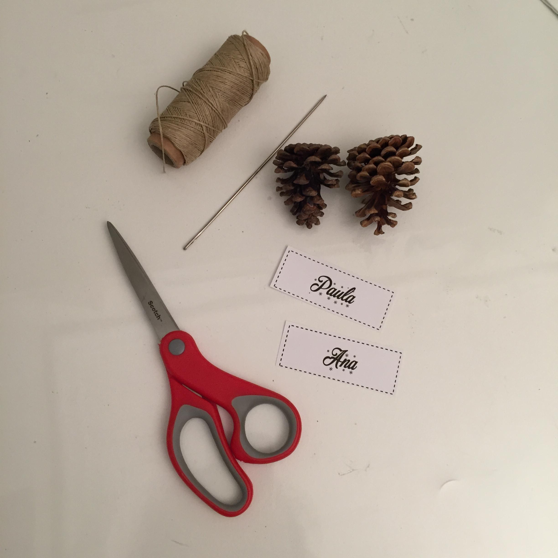 materiales para detalle de navidad con piñas