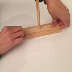 presionamos la dos tablas y dejamos secar