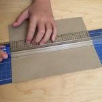 09-calendario-de-adviento-de-con-corchos-cortamos-tiras-de-papel-kraft-de-16-x-6