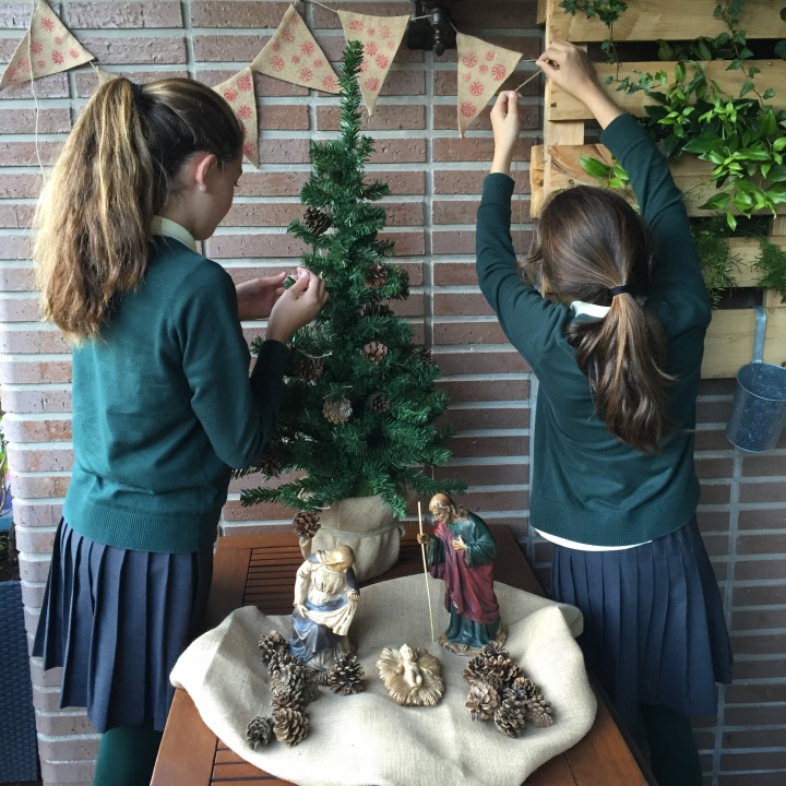 15-decoracion_navidad_saco_pina-colocamos_banderines