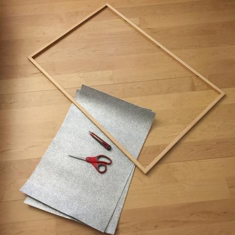 materiales: marco, goma eva, cutter, cinta doble cara