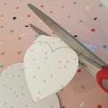 03-diy_san_valentin_reciclaje_dulce_recortar_corazones