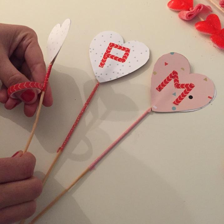11-diy_san_valentin_reciclaje_dulce_palos_corazones