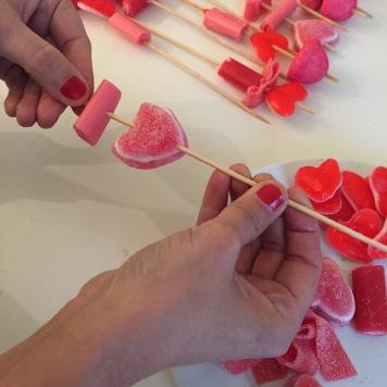12-diy_san_valentin_reciclaje_dulce_montamos_brochetas