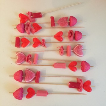 13-diy_san_valentin_reciclaje_dulce_brochetas_gominolas