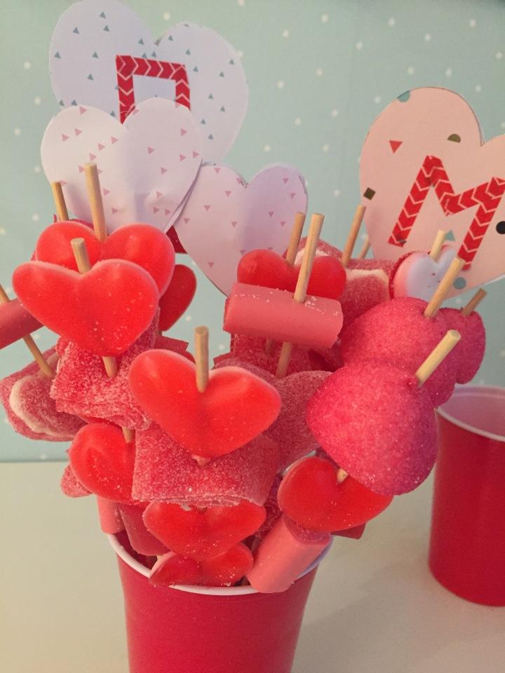 14-diy_san_valentin_reciclaje_dulce_colocamos_brochetas_vaso