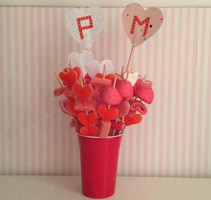 15-diy_san_valentin_reciclaje_dulce_brochetas_gominolas