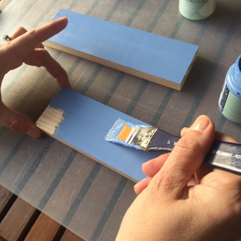 02-diy_mini_estanteria_madera_cactus_pintar_chalk_paint_azul