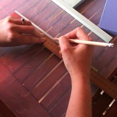 05-diy_mini_estanteria_madera_cactus_marcar_centro_maderas_laterales