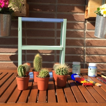 12-diy_mini_estanteria_madera_cactus_sacamos_cactus