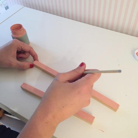 2-joyero_de_pie_de_madera_pintamos_listones_chalk_paint