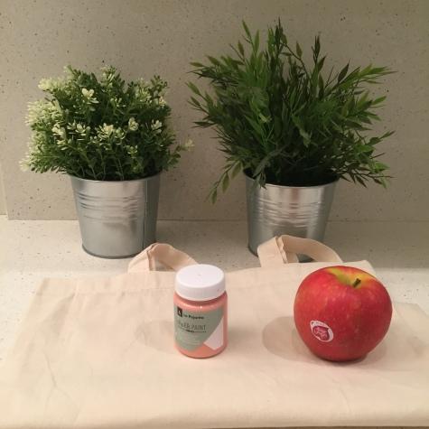 01. DIY_totebag_personalizada_chalkpaint_ manzanas_estampadas_materiales