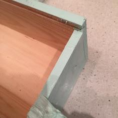 04. DIY_caja_madera_vino_decaàda_cpnvertida_maceta_ pintamos_bordes