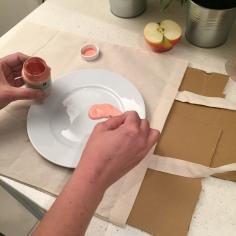 04. DIY_totebag_personalizada_chalkpaint_ manzanas_estampadas_pintura_planto