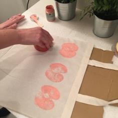 07. DIY_totebag_personalizada_chalkpaint_ manzanas_estampadas_estampamos