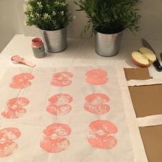 09. DIY_totebag_personalizada_chalkpaint_ manzanas_estampadas_dejamossecar
