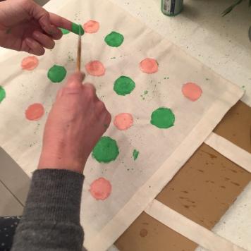 20. DIY_totebag_personalizada_chalkpaint_ topos_colores_salpicado