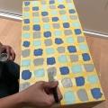 14. diy_pintar_estantería_diseño_cuadrados_pintar_cuadrados